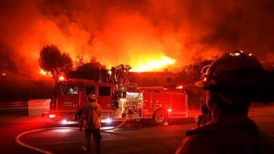 Bomberos de California buscan educar a la comunidad para prevenir incendios con los de años pasados