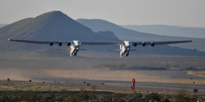 """""""Es tan enorme que no debería poder volar"""": el avión más ancho del mundo despega por primera vez en California"""