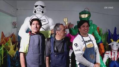 ¡Rómpela, rompe la piñata! Zamorano y 'Kikín' se llevaron el Clásico Capitalino fuera de las canchas
