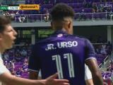 ¡Cobertura providencial! Hyndman le quita el inminente gol a Júnior Urso