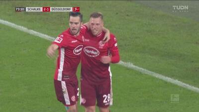 ¡Ya lleva dos! Hennings firma su doblete ante el Schalke y el empate 2-2