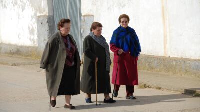 Más de un millón de mujeres mayores de 65 años viven solas en España
