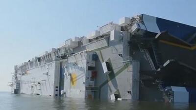Encuentran vivos los cuatro tripulantes que estaban desaparecidos tras el incendio de un buque que se volcó en la costa de Georgia