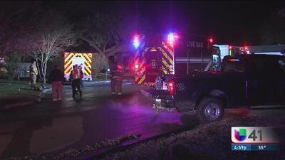 Hombre pierde a su esposa en medio de un voraz incendio en Live Oak
