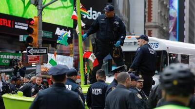 Arrestan a decenas de manifestantes tras protesta contra el cambio climático en Times Square