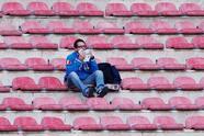 Aunque no llegó la cantidad de público esperada, quienes se acercaron al San Paolo pusieron un buen abiente en las graderías adornando el juego del Napoli ante Zúrich por los dieciseisavos de final de la Europa League.