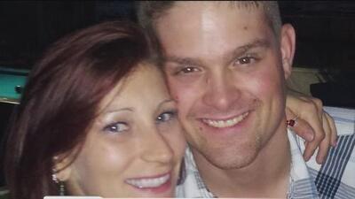 Un médico asesina con un rifle a una pareja frente a sus hijos, según autoridades de Texas