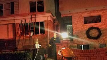 Una mujer embarazada y un niño resultan heridos en incendio doméstico en el sur de Filadelfia