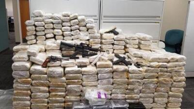 Policía cobró hasta $250,000 por escoltar cargamentos de droga en California, según fiscales