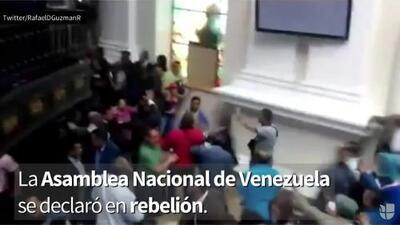 Parlamento venezolano declara juicio político pese interrupción por militantes chavistas