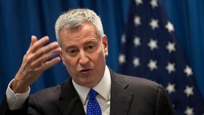 Lo que debes saber hoy: De Blasio se postula a la presidencia, NYPD prohibiría a depredadores sexuales en el subway, y sentencia en caso de Jinx Paul