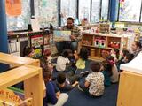 Ex jugadores de Chicago Bears visitaron escuela en La Villita para promover educación temprana