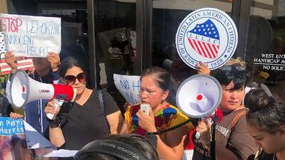 Protestan contra Koch Foods en Illinois por supuestamente cooperar con ICE