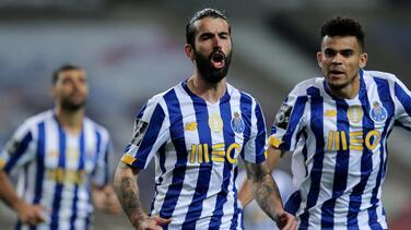 Porto gana de último minuto con asistencia del Tecatito