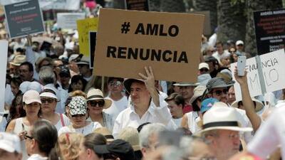 En un minuto: Miles de personas marchan en México para pedir la renuncia de AMLO