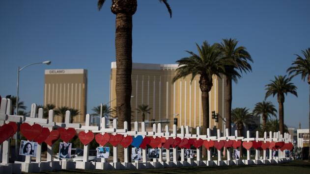 Tras dos años del tiroteo, grupo MGM acuerda pagar hasta $800 millones a las víctimas de la masacre en Las Vegas