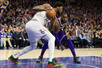 LeBron James no pudo frenar a los 76ers y los Lakers volvieron a caer