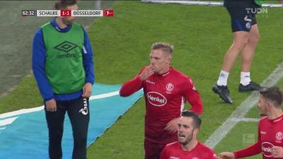 ¡Llegó el empate! Hennings manda la pelota al fondo de la red desde el manchón penal
