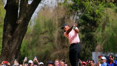 Tiger Woods asciende en México, Ancer con mala jornada