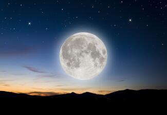 Luna llena en Virgo trae trabajo y nuevas oportunidades este fin de semana