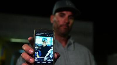 La última vez que habló con su hijo, le dijo que iba al bar del tiroteo y desde entonces no sabe nada de él