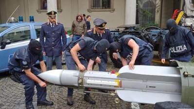 Decomisan un misil en redadas contra la extrema derecha en Italia