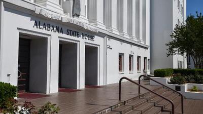 Gobernadora de Alabama firma la ley más estricta de EEUU contra el aborto y otros estados están siguiendo sus pasos