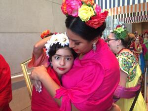 Frida Kahlo nació hace 110 años y estos texanos se ataviaron como ella para celebrarla
