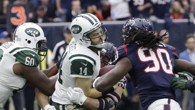 A pesar del fuerte golpe en la cabeza, Ryan Fitzpatrick sigue siendo QB titular de NY Jets
