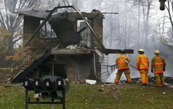 Avioneta se estrelló en complejo de vivienda en Ohio
