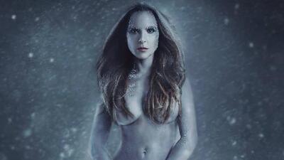 En video: Kate del Castillo prefiere estar desnuda (y se quitó la ropa) antes que vestir un abrigo de piel