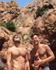 Ricky Martin y Jwan Yosef sin camisa