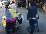 La comunidad acude en apoyo de una vendedora de tamales de 80 años que fue víctima de un robo en Fresno