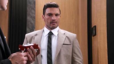 Carlos descubrió que Ricardo piensa pedirle matrimonio a Alejandra