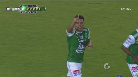 Jonathan González marca el segundo del León en tiempo de compensación