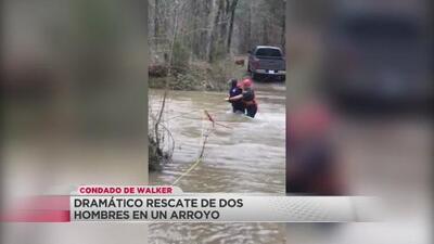 Rescatan a dos hombres varados por las lluvias en el condado de Walker