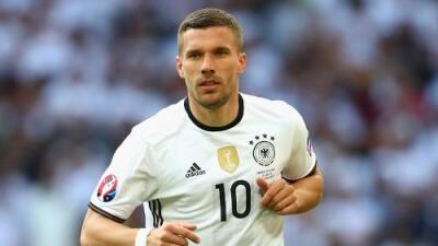 Lukas Podolski puso fin a su carrera como internacional con Alemania