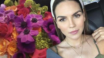 Karina Banda recibe un hermoso arreglo de flores pero no puede decir quién es el remitente