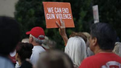 Una de cada cuatro personas en EEUU apoya la prohibición total de las armas, arroja encuesta tras los tiroteos