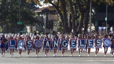 Jóvenes angelinos brillaron en el Rose Parade