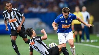 Cruzeiro pierde pero mantiene liderato