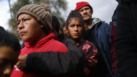Autoridades mexicanas aseguran no tener recursos para atender a migrantes de la caravana que piden asilo en EEUU