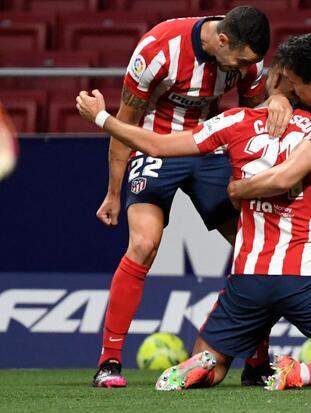 De la mano de Yanick Carrasco y Ángel Correa, el Atlético de Madrid consigue un importante y sufrido triunfo 2-1 frente a la Real Sociedad.