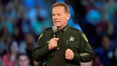 Una corte determina que el gobernador de Florida tiene autoridad para suspender al exsheriff Scott Israel