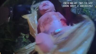 Rescatan con vida a una bebé recién nacida que fue abandonada dentro de una bolsa de plástico