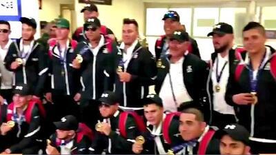 ¡Bienvenidos, héroes! Los campeones del equipo de béisbol Sub-23 llegaron a México