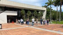 Residentes madrugan para inscribirse en el plan 8 de vivienda de Miami-Dade