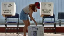 """""""Podemos hacer un cambio"""": ecuatorianos en Nueva York participan en elecciones para elegir nuevo presidente"""
