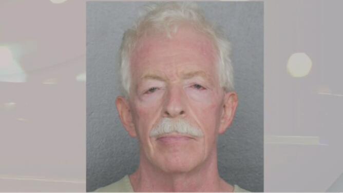 Arrestan a doctor de Parkland acusado de enviar mensajes y fotografías sexuales a una menor