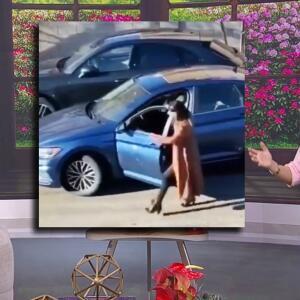 Karla y Francisca no podían de la risa al ver este video de dos mujeres ayudándose a estacionarse